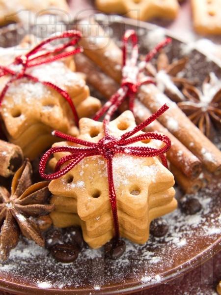 Коледни сладки с канела и джинджифил - снимка на рецептата